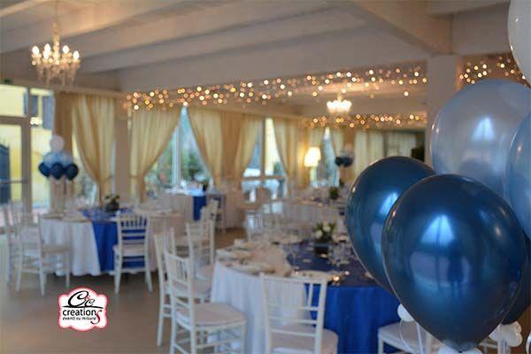 Allestimento con palloncini per il Matrimonio dai colori blu azzurro e bianco realizzato da CC