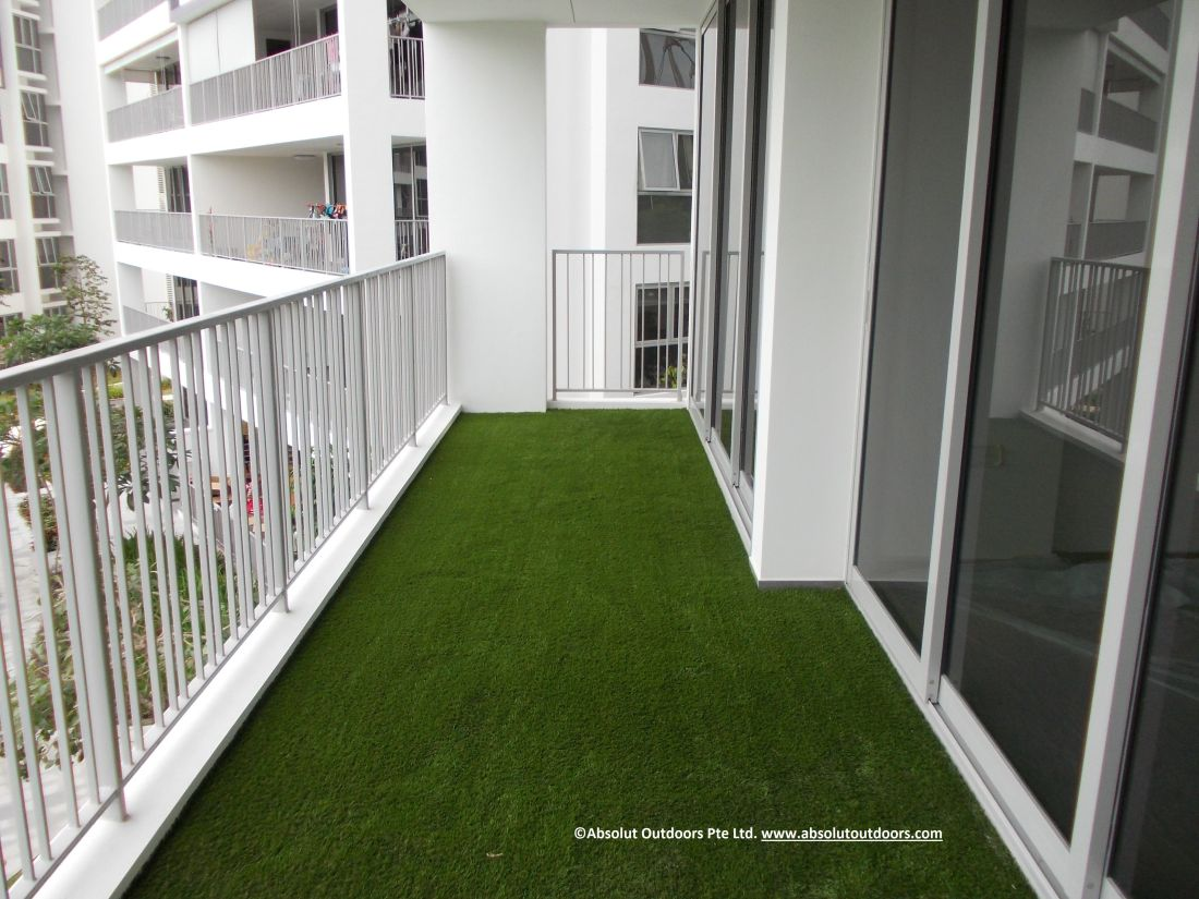 Artificial turf giving zest to a balcony balcony