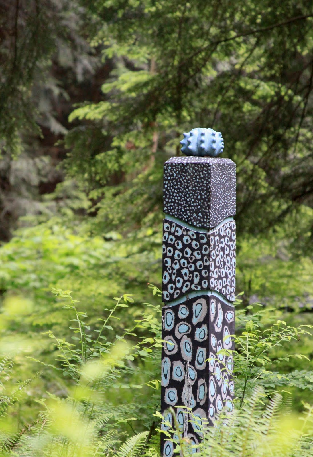 Garden Totem Make The Colors Your Own Garden Sculpture