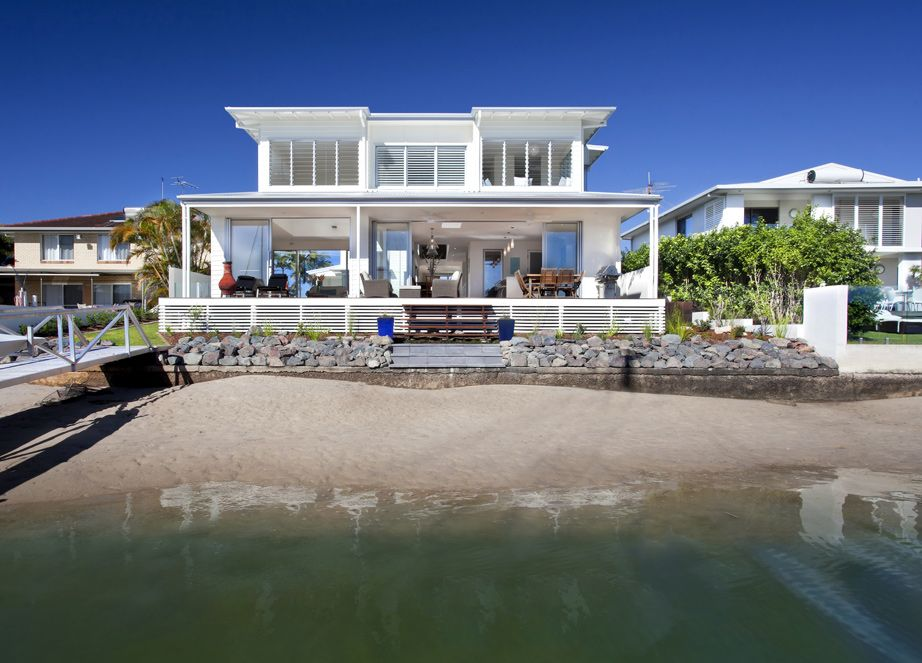 Airy Beachfront Home With Contemporary & Casual Style House