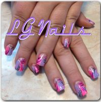 Freestyle abstract nail art