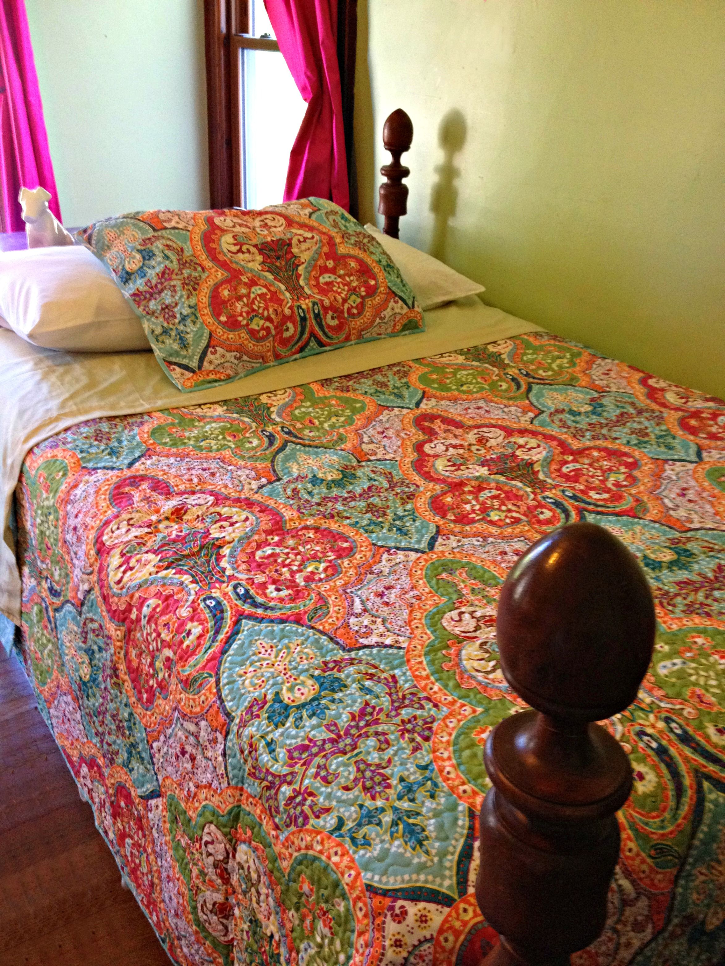 Decorating With Better Homes And Gardens Jeweled Damask Quilt