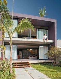 Sacada aberta de casa quadrada com portas amplas  voltadas para  sol em ambos emsquatroestilo industrialmodern house also rh uk pinterest