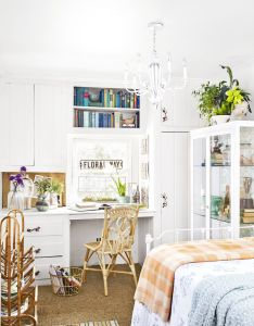Inside  quaint connecticut cottage that   decorated for fall all year long also rh nz pinterest