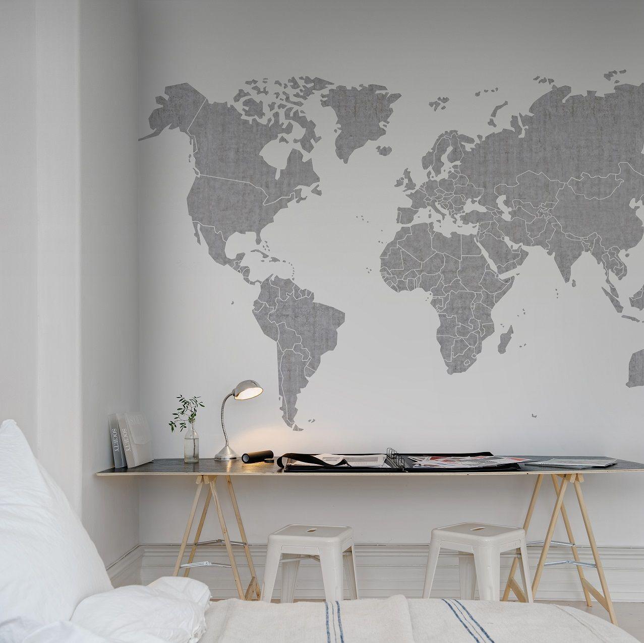 Slaapkamer met wereldkaart behang van Rebel Walls  Behang