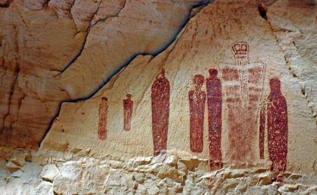 Hiking To See Pictograph Art In Horseshoe Canyon Utah