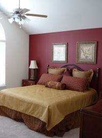 mAROON Accent Wall bedroom | Burgundy accent wall: pretty ...
