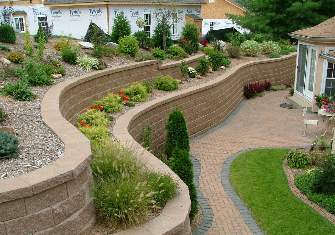 Fantastic Wavy Retaining Wall Ideas From Stone Blocks For Alluring