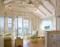 Castle Hill Beach Cottage, a small beachside cottage in ...