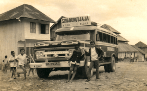 Hasil gambar untuk bus jadul dan legenda