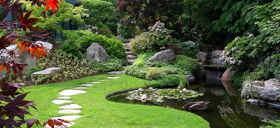 Architectures Stunning Garden With Stepping Stones And Pond In