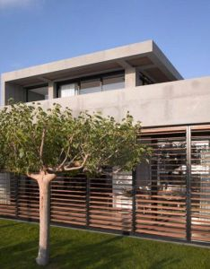 Modern concrete beach home in israel by pitsou kedem architect also rh pinterest