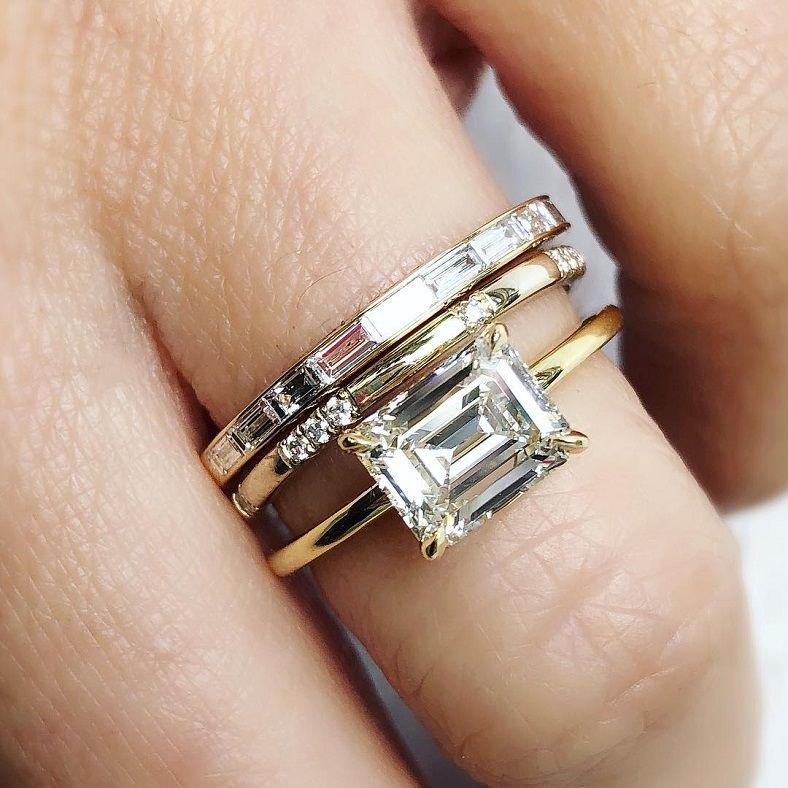 1.40ct antique #emeraldcut diamond, delicately set horizontally in 18k yellow gold