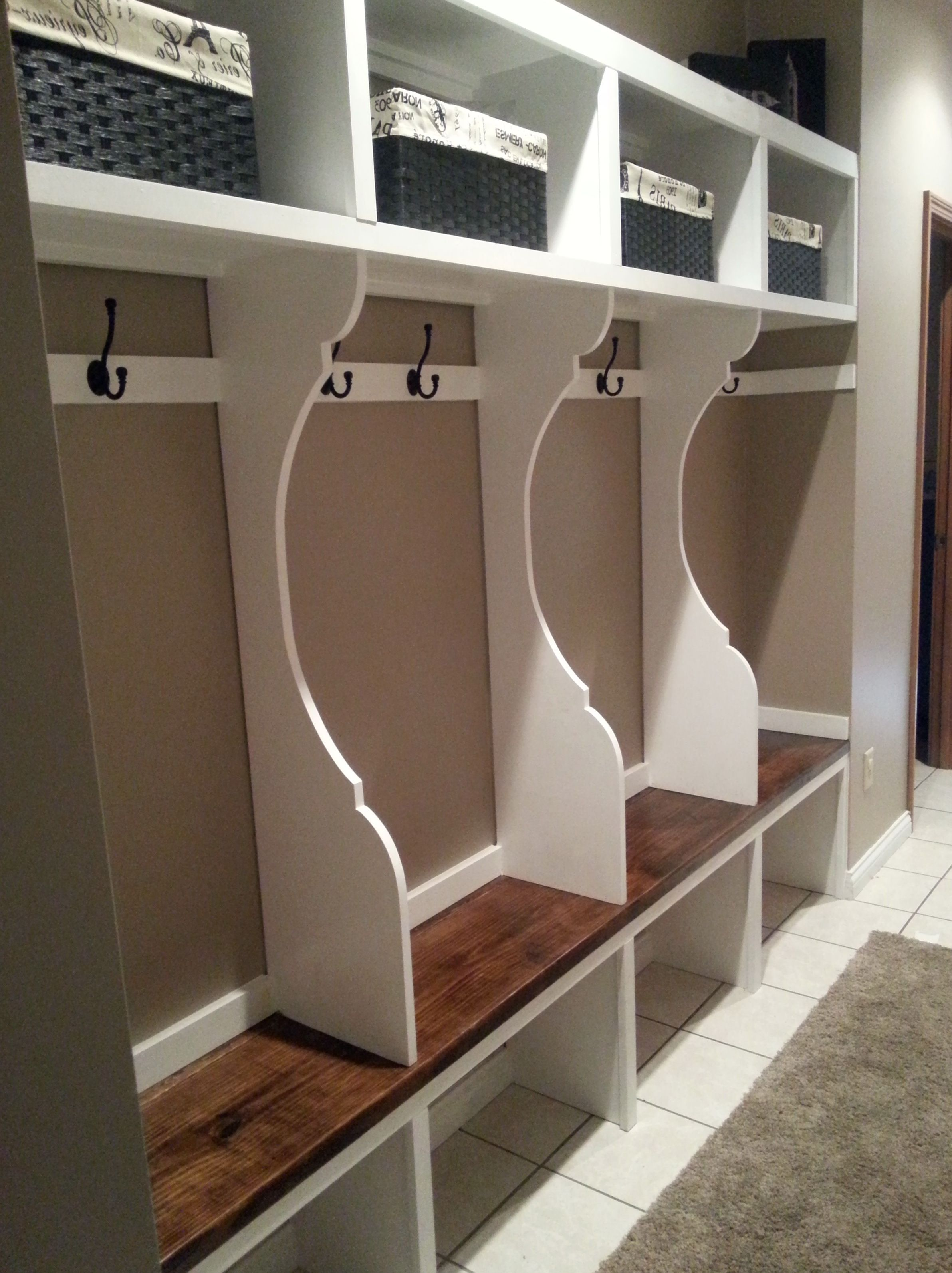 Decor & Tips: Transitional Mudroom Lockers With Bench