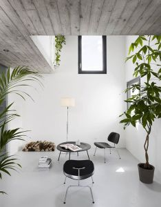 impeccable examples of sophisticated interiors with concrete floors also rh pinterest