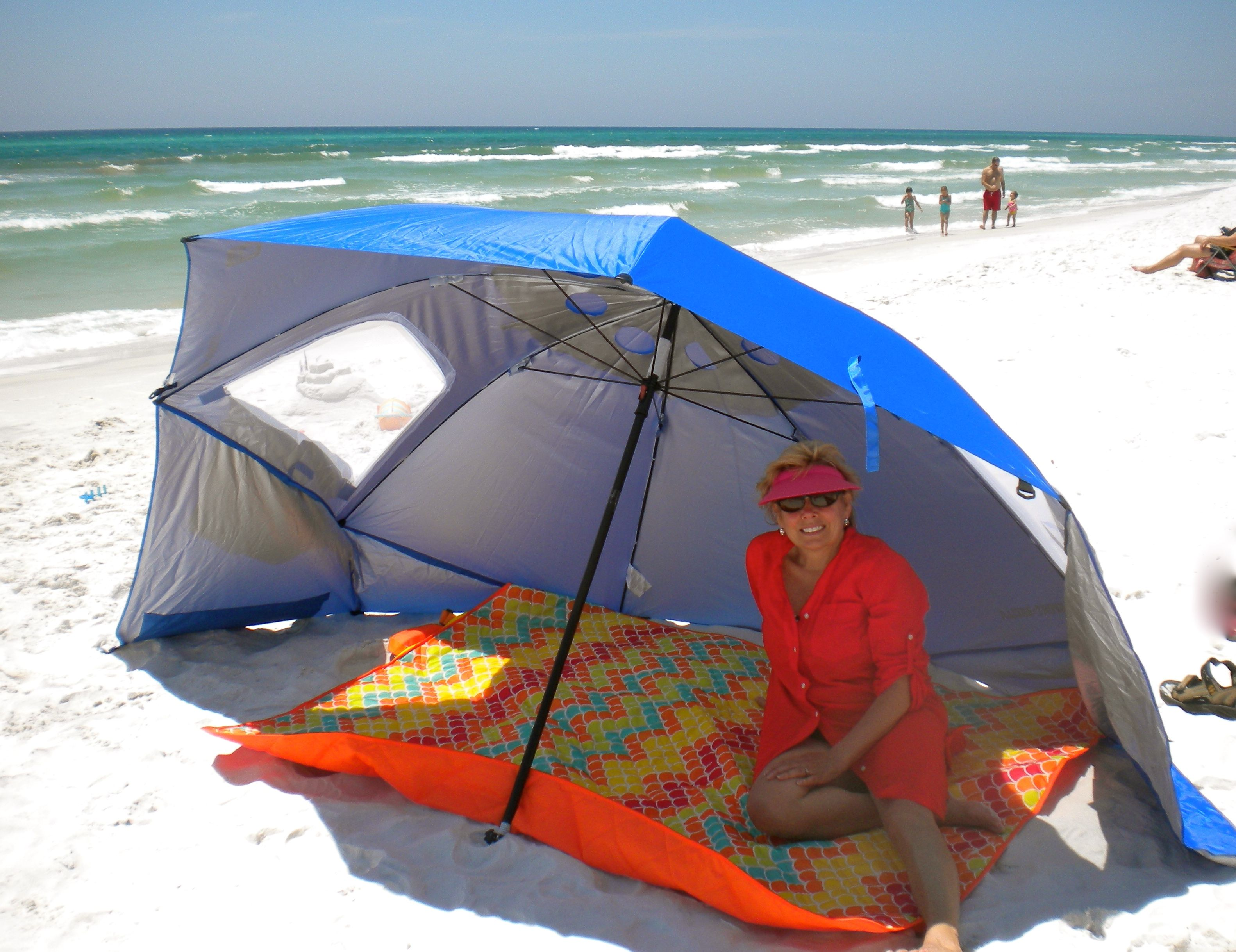 compact travel beach chairs rolling dining room umbrella lifehacked1st