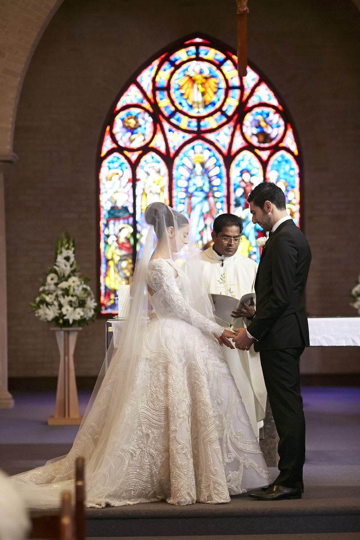 JAton wedding dress for an elegantclassic and timeless