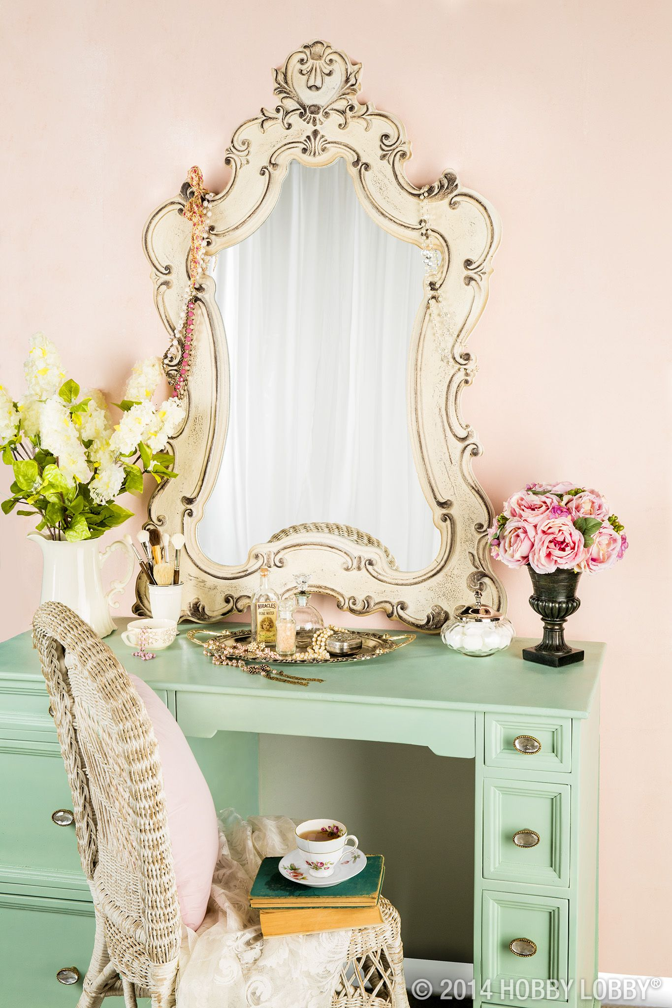 Inspiring Ideas of Makeup Vanity Table for Your Private Rooms ...