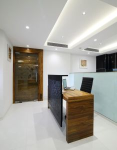 Reception counter at nariman point design by best office interior designer in mu figure out more the photo link also with siting area rh pinterest