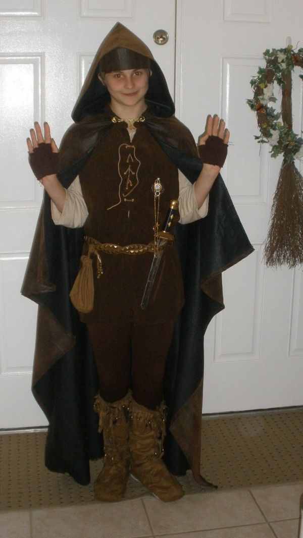 Middle Earth Medieval Thief Halloween Costume. Clothes