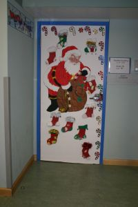 Office Christmas door Decorating Ideas | Attagoyuk ...