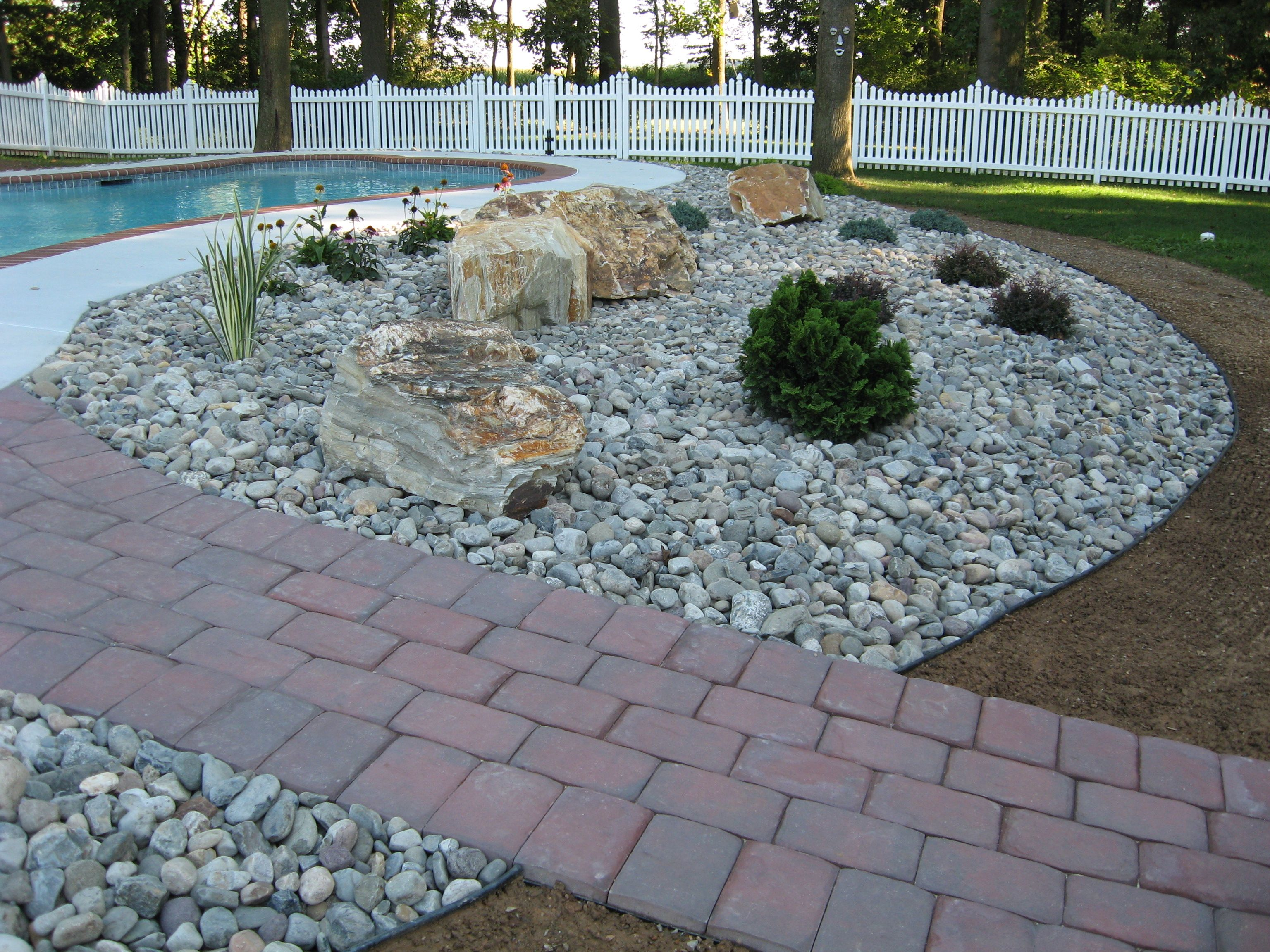 Landscaping With Rocks And Stones River Stones & Boulders With