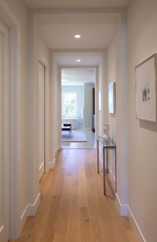 Zcalos en madera blanco  Pasillos escaleras zonas de paso  Pinterest  Madera blanca Zcalo y Madera