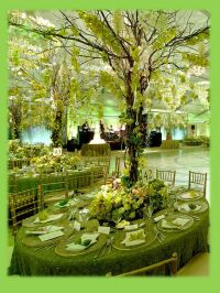 forest table setting. Green wedding decor. | Ideas for the ...