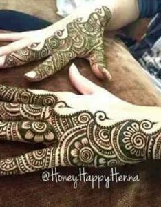 very different and beautiful henna design by on ig love minimalism the use of negative blank space in designs also pin anuja pitke mehendi pinterest hennas mehndi rh