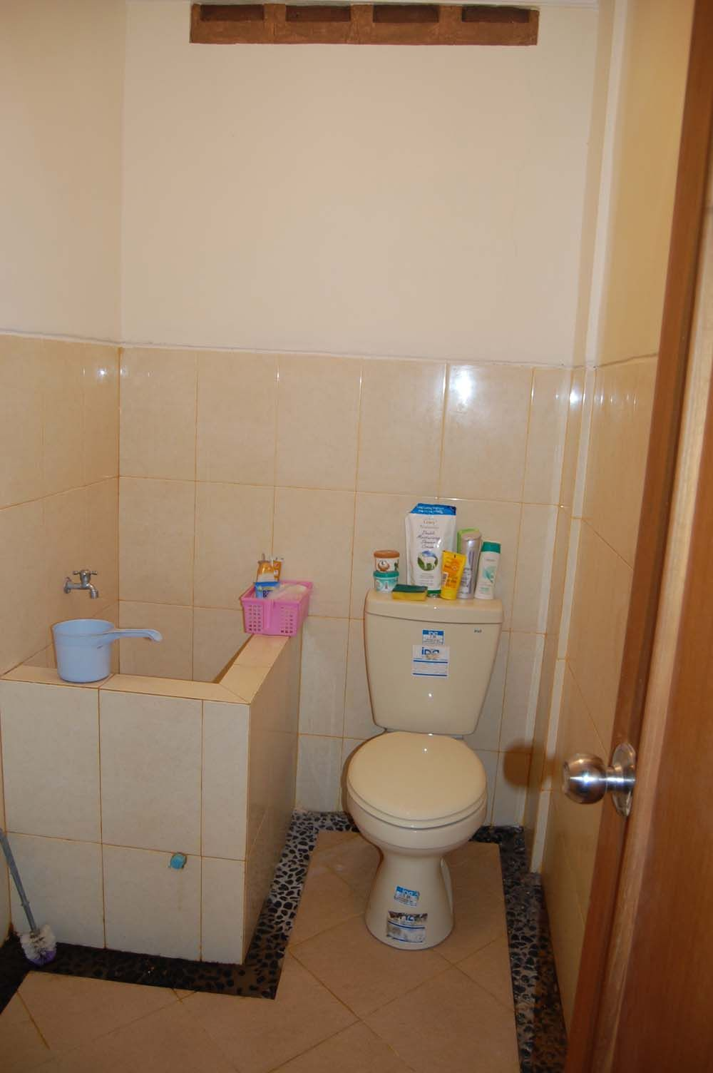 interior sederhana dengan bak kamar mandi minimalis desain  Kamar Mandi Minimalis Interior