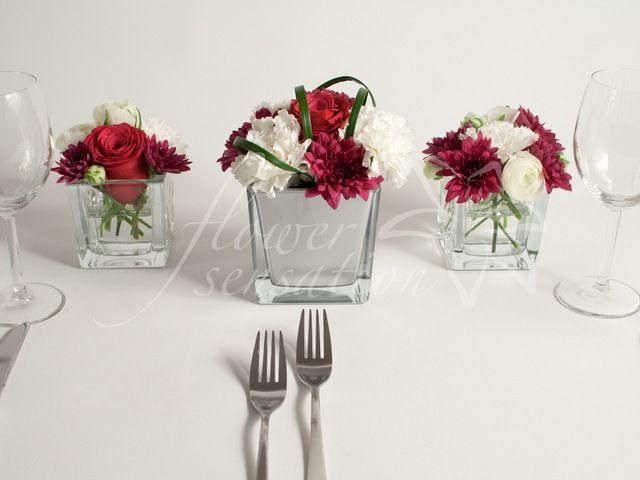 Tischdeko mit Cube Vasen und Struen aus Ranunkeln Nelken und Rosen fr Ihre Hochzeit in