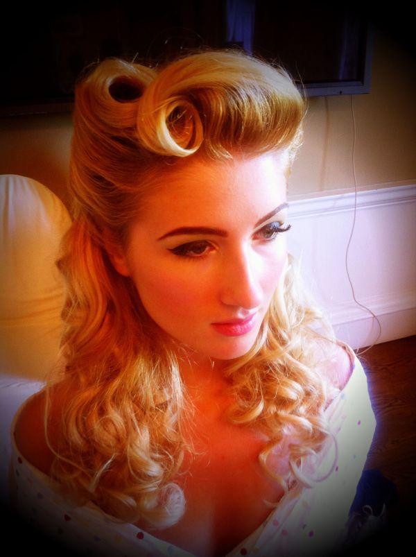 1940 Pin Up Hair Style