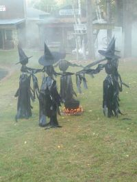 25 Outdoor Halloween Decorations Ideas | Witches, Bag and ...