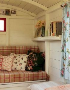 Cool shepherds hut interior plans for holidays ideas you should try http also rh pinterest