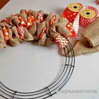 How to Make a Burlap Wreath With Accent Ribbon
