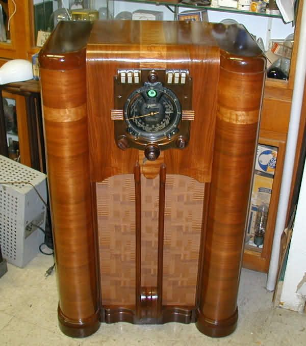 Vintage Radio We Listened To The Grand Old Opry All Night On. Wooden Cabinet  Cleanup - Restoring Antique Radio Cabinets Digitalstudiosweb.com