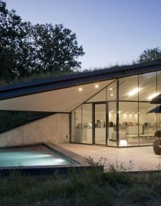 Edgeland residence by bercy chen studio is an interesting approach to modern house design in that it utilizes the native american pit concept also  futuristic seems rise from earth cosign rh pinterest