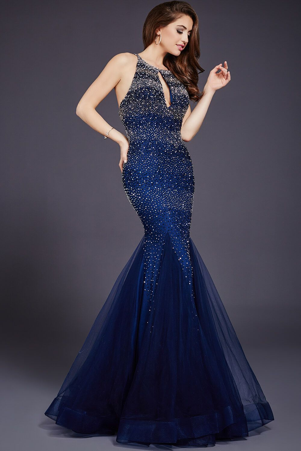 Dazzling sleeveless mermaid dress features a keyhole