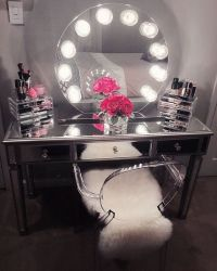 The 25+ best Vanity table with lights ideas on Pinterest