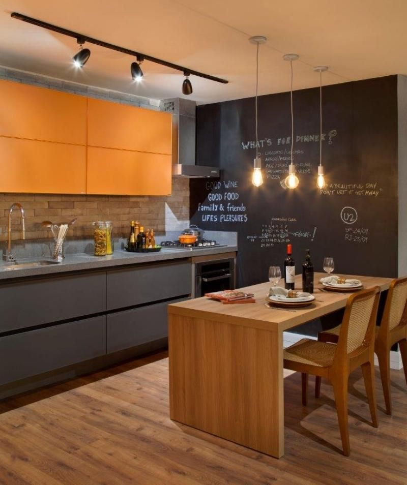 Moderne Kuche In Orange Und Grau Ruckwand In Ziegeloptik