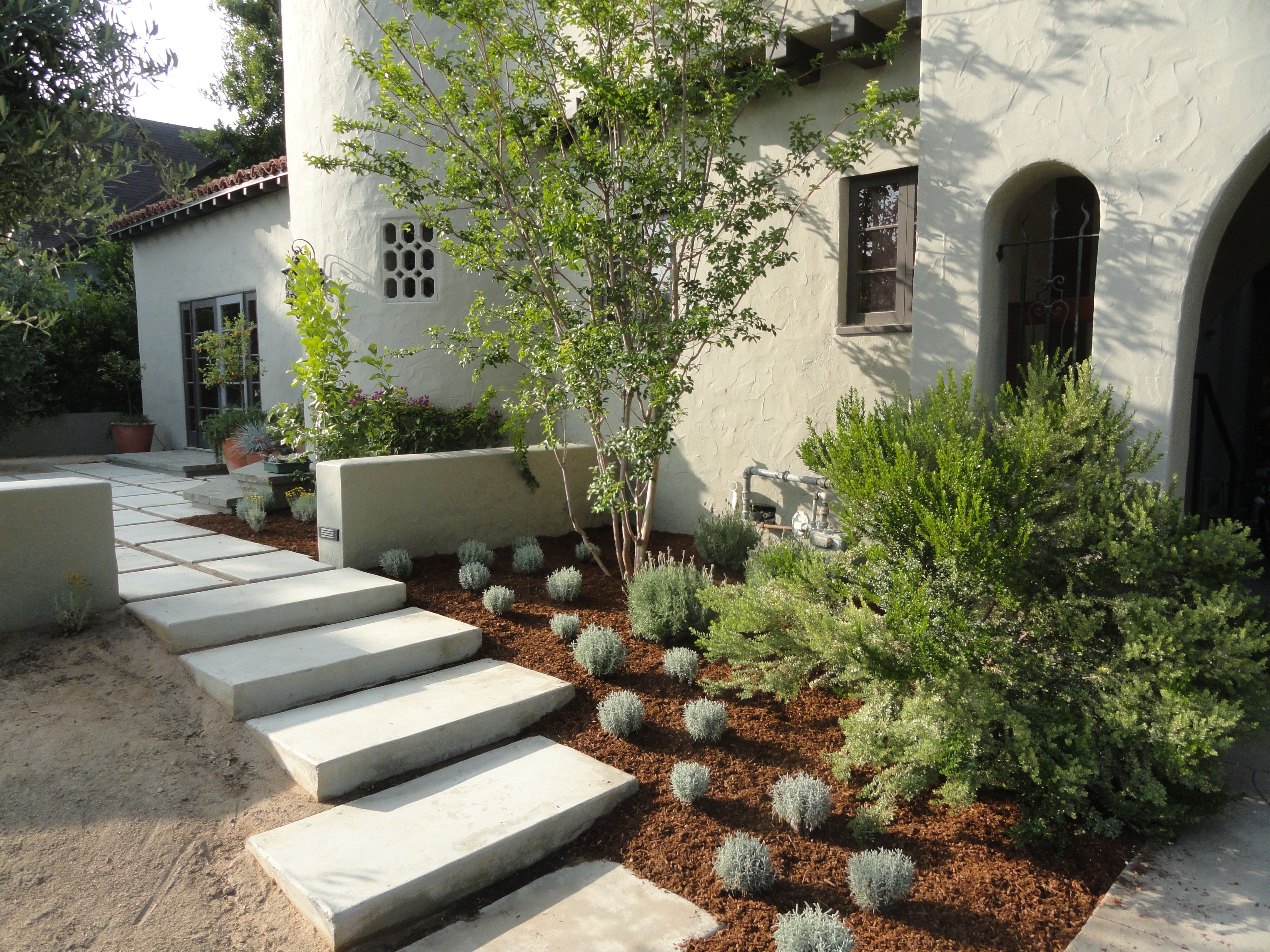 Small Front Yard Landscaping Ideas Sometimes A Small Flower Bed