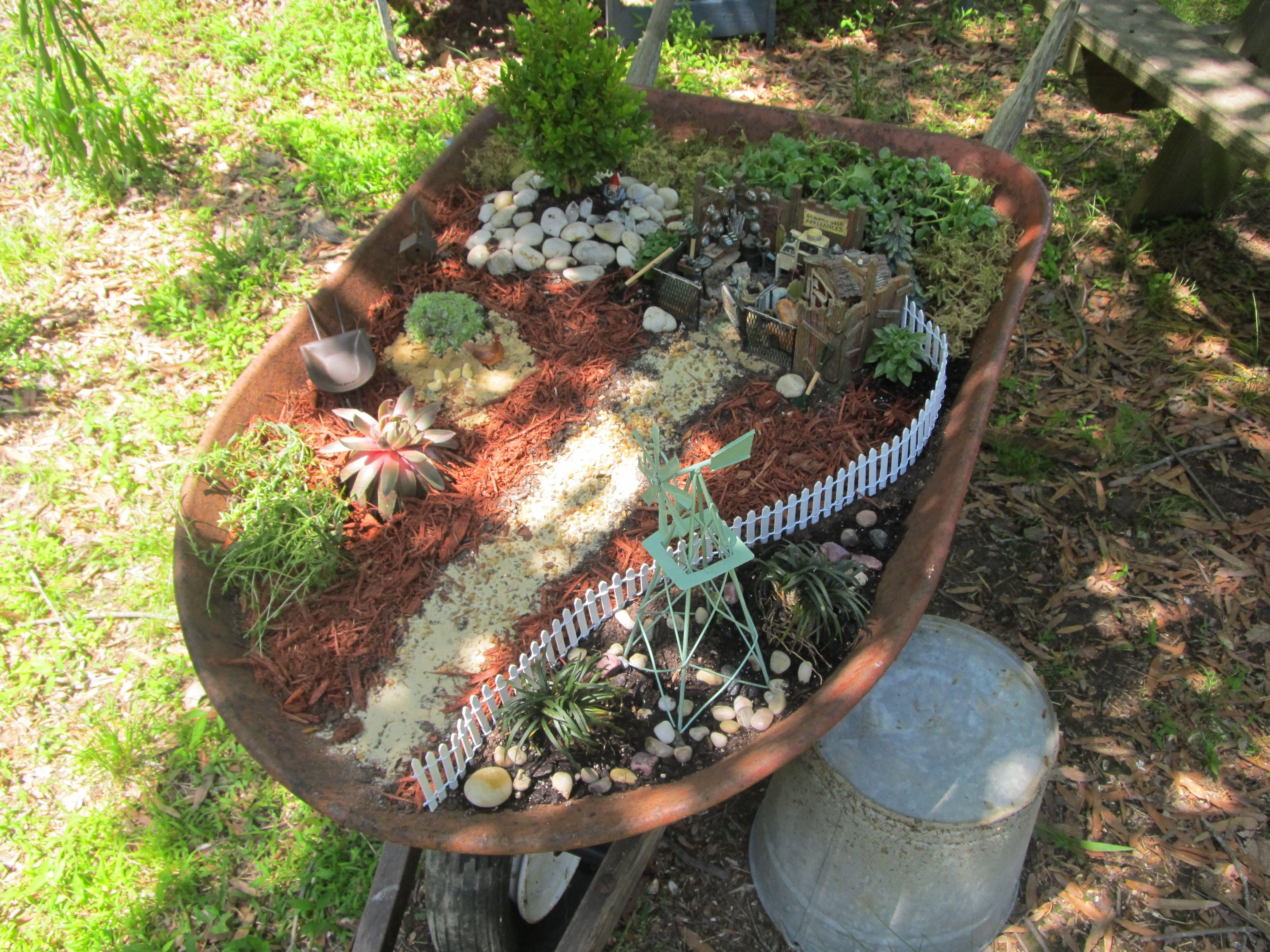 Wheelbarrow Garden Wheel Barrow Garden Pinterest Záhrady A Víly