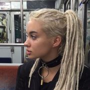 de girl blonde and dreads