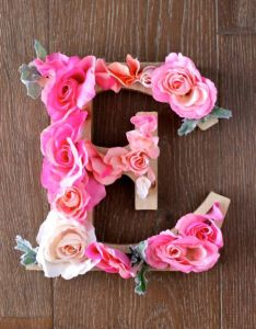 Diy rustic letters with flowers design dazzle also and crafts rh pinterest