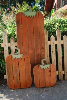 Fall Pumpkin Set Pallet Wood. Finished In