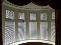 Intu Venetian blinds working with this band bay window ...
