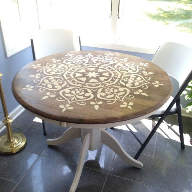 Mesa redonda  mandala en blanco y madera  Muebles