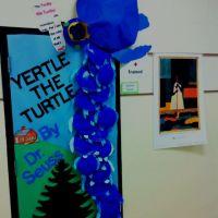 Dr. Seuss door decoration. | Craft Ideas for School ...