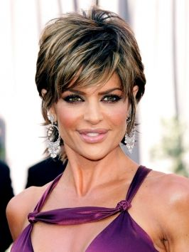Lisa Rinna S Still Wearing Her Famous Short Shaggy Hairstyle That