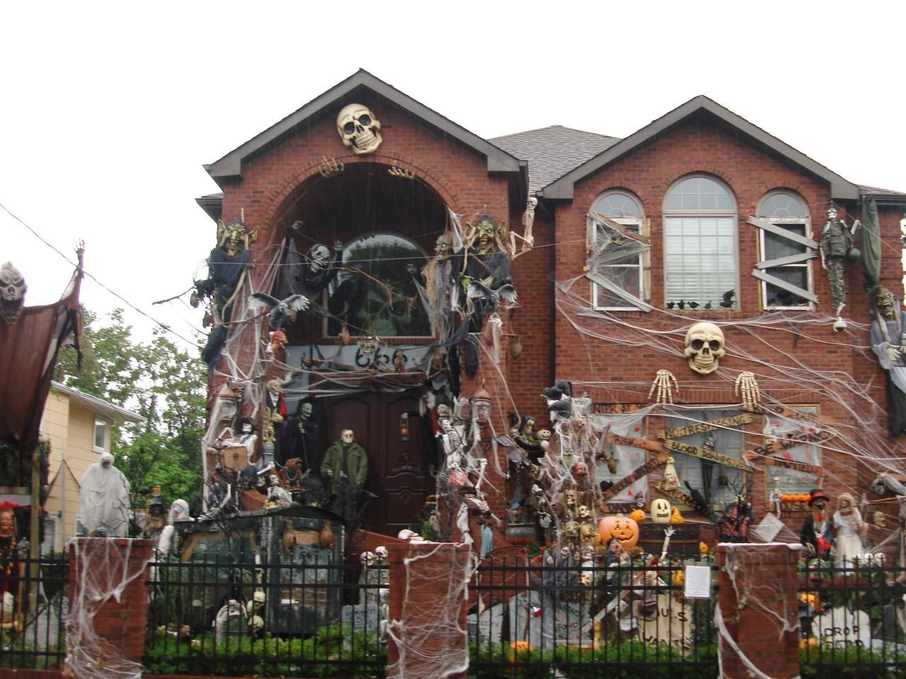 Halloween Decorated Houses In America Google Search Halloween